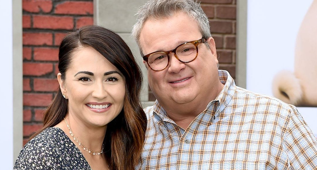 Eric Stonestreet de Modern Family se compromete con Lindsay Schweitzer